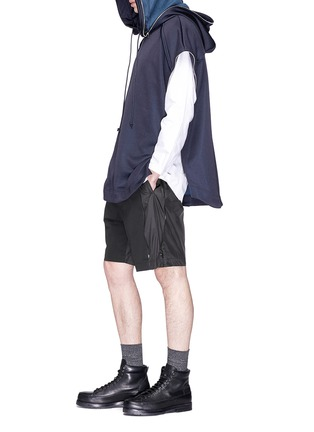 Figure View - Click To Enlarge - Juun.J - Patchwork zip outseam shorts