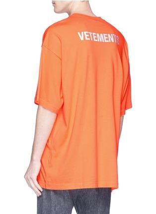 - Vetements - 'Staff' print T-shirt