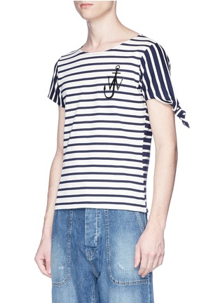 Detail View - Click To Enlarge - JW Anderson - Asymmetric knot sleeve stripe unisex T-shirt