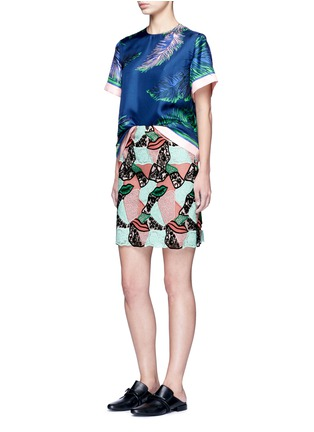 Figure View - Click To Enlarge - Emilio Pucci - Feather print silk twill top