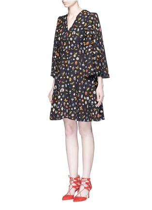 Front View - Click To Enlarge - ALEXANDER MCQUEEN - Obsession print slit sleeve cape dress