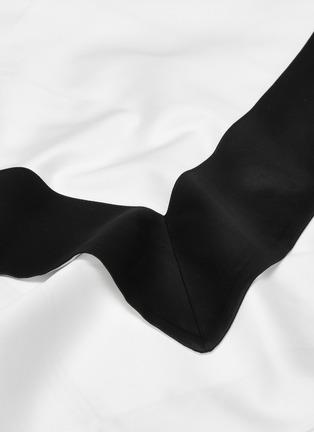 Detail View - Click To Enlarge - FRETTE - Bold king size duvet set –Milk/Black