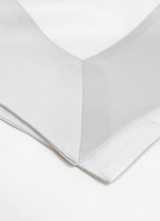 Detail View - Click To Enlarge - FRETTE - Bold king size duvet set –Milk/Cliff Grey