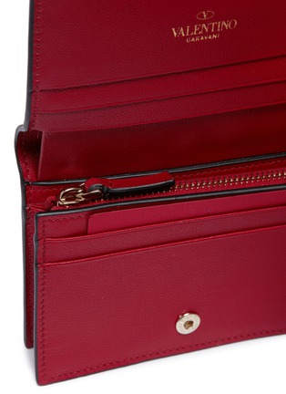 Detail View - Click To Enlarge - VALENTINO - Rockstud leather bifold wallet