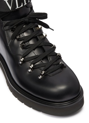 Detail View - Click To Enlarge - VALENTINO - Logo strap leather boots