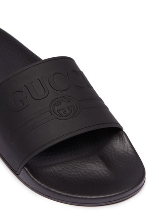 Detail View - Click To Enlarge - GUCCI - Logo embossed pool slides