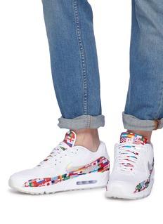 Nike 'Air Max 90' flag print mesh sneakers