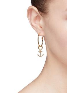 HEFANG 'Cruise' mismatched hoop drop earrings