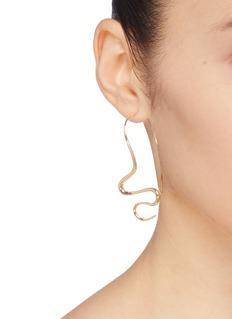 J.HARDYMENT 'Undulated' wavy hook earrings