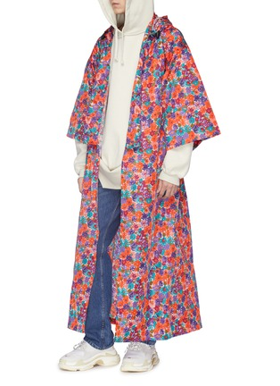 Detail View - Click To Enlarge - Vetements - Belted floral print hooded oversized unisex kimono coat
