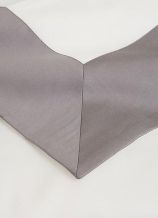Detail View - Click To Enlarge - FRETTE - Bold king size duvet set – Milk/Slate Grey