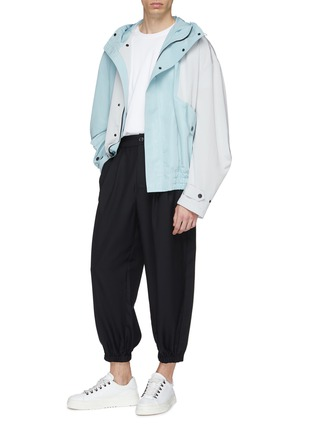 Figure View - Click To Enlarge - Feng Chen Wang - Contrast piping tapered leg gabardine pants