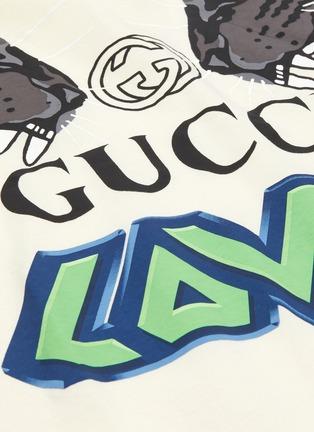 - Gucci - 'Loved' slogan logo tiger print raglan T-shirt
