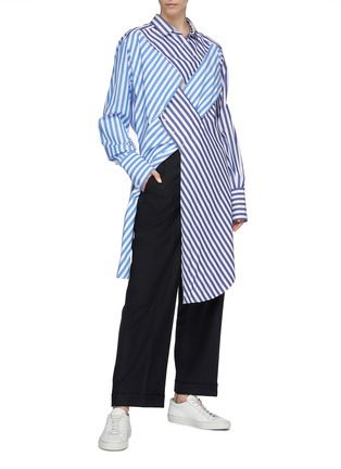 Figure View - Click To Enlarge - THE KEIJI - Cutout lattice front stripe high-low shirt