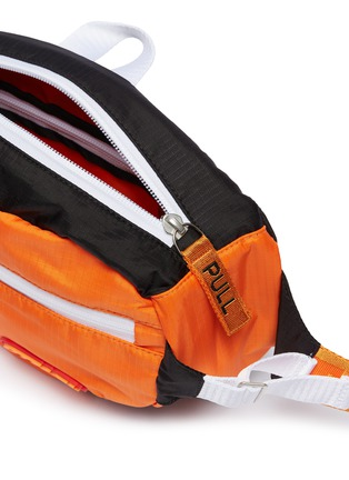 Detail View - Click To Enlarge - HERON PRESTON - Cyrillic letter patch bum bag