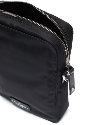 Detail View - Click To Enlarge - Valentino - Logo strap crossbody bag