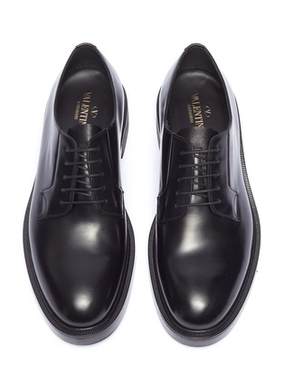 Detail View - Click To Enlarge - Valentino - Logo print heel leather Derbies
