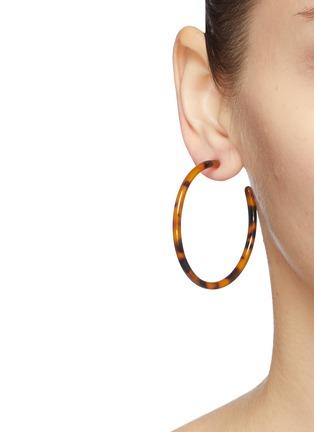 Figure View - Click To Enlarge - KENNETH JAY LANE - Tortoiseshell thin hoop earrings