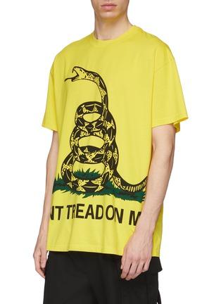 Detail View - Click To Enlarge - VETEMENTS - Snake slogan print unisex T-shirt