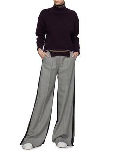 COMME MOI Stripe border wool-cashmere rib knit turtleneck sweater
