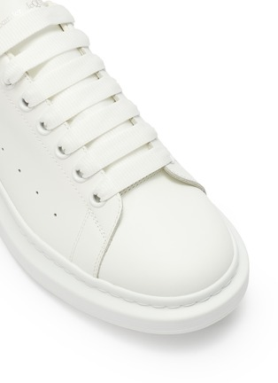Detail View - Click To Enlarge - ALEXANDER MCQUEEN - 'Oversized Sneaker' in leather with stud collar