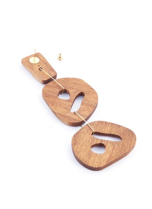 Detail View - Click To Enlarge - Roksanda - Cutout sculptural wood mismatched drop earrings