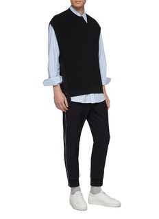 Solid Homme Button outseam staggered hem knit vest