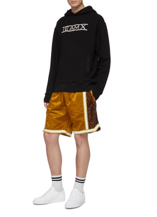 Figure View - Click To Enlarge - Just Don - Leopard print outseam stripe border basketball shorts