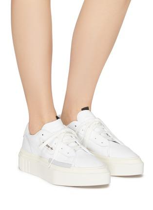 5e7c3fdb 'Hypersleek' leather platform sneakers