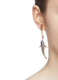 AMBUSH 'Shark' drop safety pin single earring