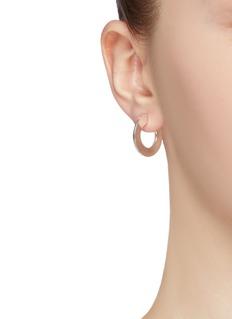 númbering Open hoop earrings