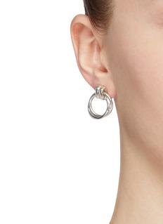 númbering Knot small hoop earrings
