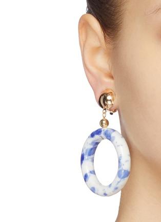 Figure View - Click To Enlarge - KENNETH JAY LANE - Ceramic hoop drop clip earrings