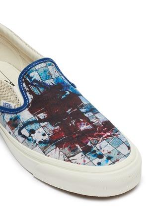 Detail View - Click To Enlarge - VANS - x Ralph Steadman 'Classic Slip-On' paint splatter checkerboard canvas skates
