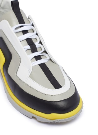 Detail View - Click To Enlarge - PIERRE HARDY - 'Vibe' wavy panel leather sneakers
