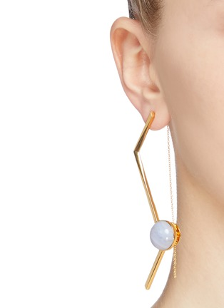 Figure View - Click To Enlarge - OLIVIA YAO - 'Fliegt' lace agate magent angular bar earrings