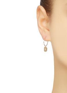 SARAH & SEBASTIAN 'Insignia' diamond plate single hoop earring