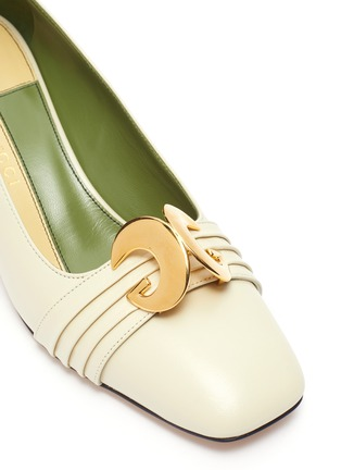 Detail View - Click To Enlarge - GUCCI - GG half moon logo leather pumps