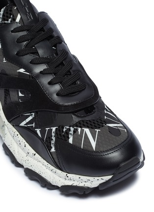 Detail View - Click To Enlarge - VALENTINO - 'Bounce' speckle outsole VLTN print patchwork sneakers