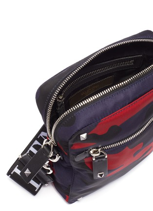 Detail View - Click To Enlarge - VALENTINO - Valentino Garavani 'VLTN' logo shoulder strap camouflage print crossbody bag