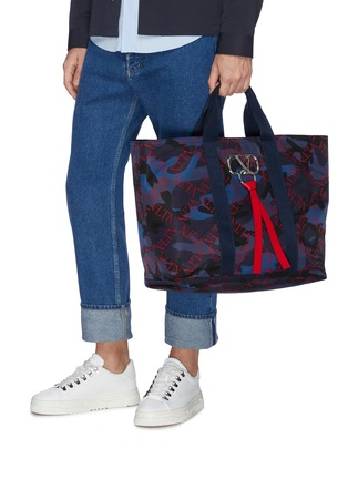 Figure View - Click To Enlarge - VALENTINO - 'VLTN Grid' print VRing camouflage tote bag