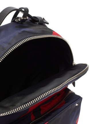 Detail View - Click To Enlarge - VALENTINO - Valentino Garavani Logo strap camouflage print backpack