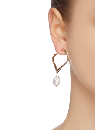 Figure View - Click To Enlarge - JOANNA LAURA CONSTANTINE - 'Feminine Waves' pearl heart hoop earrings