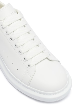 Detail View - Click To Enlarge - ALEXANDER MCQUEEN - 'Oversized Sneaker' in leather with python embossed collar