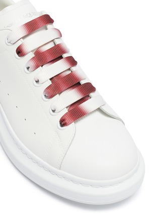 Detail View - Click To Enlarge - ALEXANDER MCQUEEN - 'Oversized Sneaker' in leather with dégradé lace