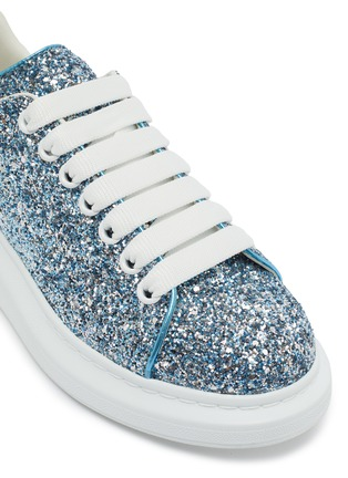 Detail View - Click To Enlarge - ALEXANDER MCQUEEN - 'Oversized Sneaker' in coarse glitter