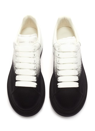 Detail View - Click To Enlarge - ALEXANDER MCQUEEN - 'Oversized Sneaker' in flocked leather