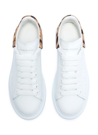 Detail View - Click To Enlarge - ALEXANDER MCQUEEN - 'Oversized Sneakers' in leather with leopard print ponyhair collar