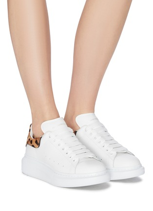 Figure View - Click To Enlarge - ALEXANDER MCQUEEN - 'Oversized Sneakers' in leather with leopard print ponyhair collar