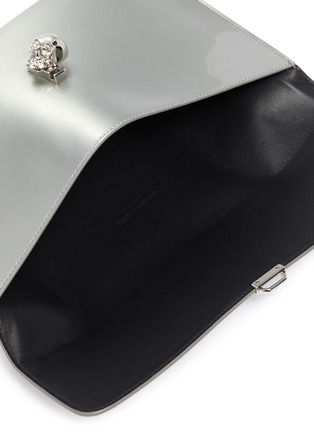 Detail View - Click To Enlarge - ALEXANDER MCQUEEN - Skull charm mirror leather envelope clutch